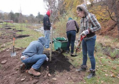 Pennsylvania Environmental Council (PEC) in partnership with the PA American Water Company conducted a tree planting project along Huntsville Creek at the water company