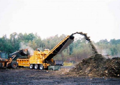 A huge grinder is able to handle the materials brought to the site by residents, landscapers and municipalities.